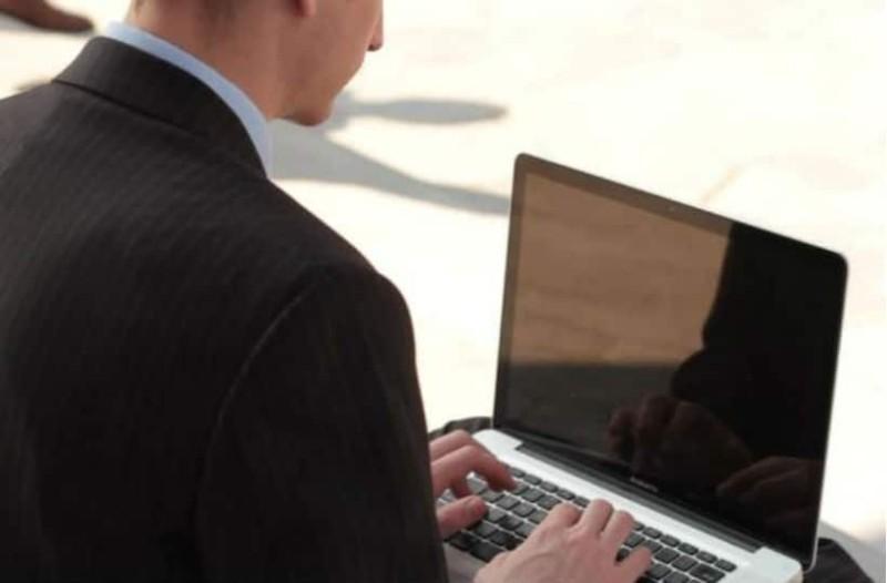 Πάτρα: Εκπαιδευτικός έστελνε σεξουαλικά μηνύματα σε συναδέλφους του!