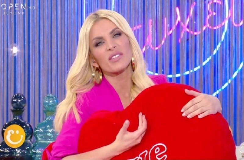 Κατερίνα Καινούργιου: Έβαλε τις φωνές η παρουσιάστρια on air! - «Με έχεις ζαλίσει!» (Video)