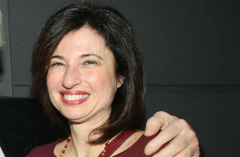 Την αναγνωρίζετε; Η γυναίκα της φωτογραφίας είναι κόρη πασίγνωστης Ελληνίδας ηθοποιού!
