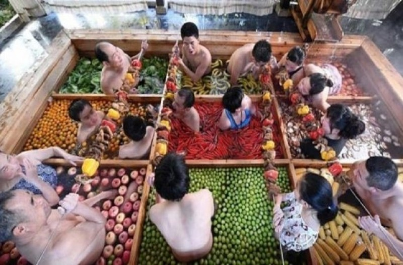 Απίστευτη θεραπεία στην Κίνα, κάνουν θερμά λουτρά με λαχανικά