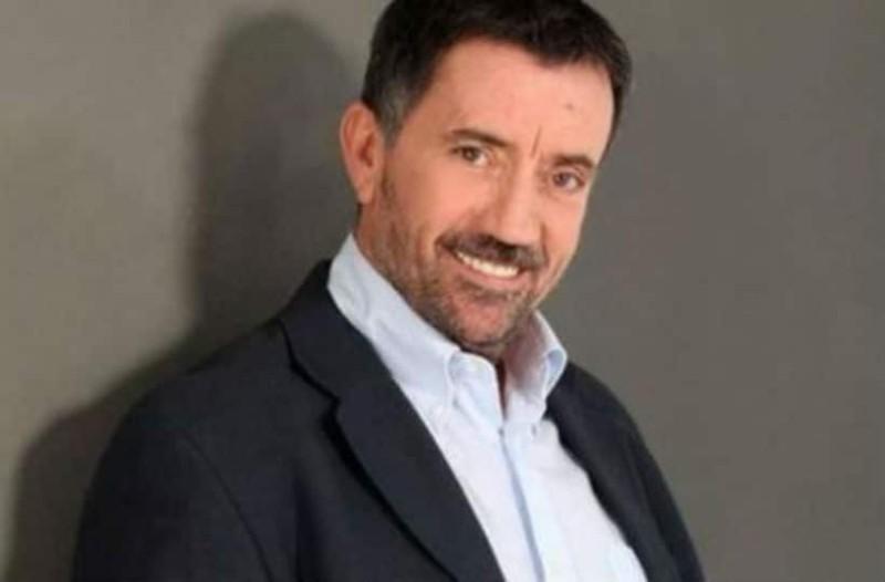 Σπύρος Παπαδόπουλος: Δεν φαντάζεστε πόσο χρονών είναι ο παρουσιαστής!