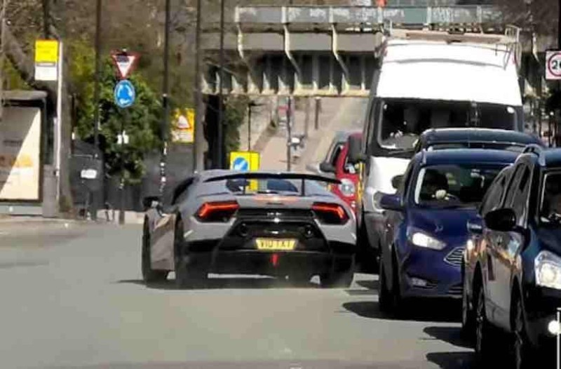 Οδηγούσε ένα από τα πιο ακριβά αυτοκίνητα και μέσα σε λίγα λεπτά έγινε συντρίμια!