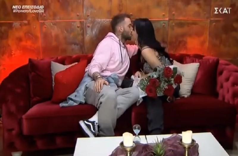 Power of love: Τα καυτά φιλιά Βασίλη - Ζένιας! (Video)