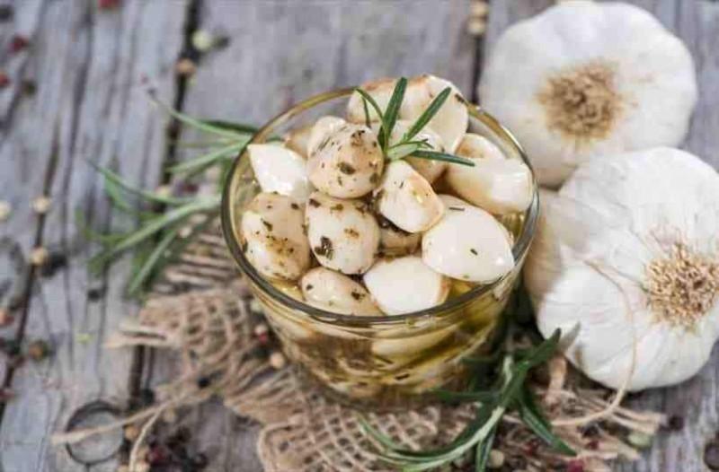 Φάγατε σκορδαλιά χθες; Δείτε πως να εξαφανίσετε την δυσοσμία του σκόρδου από το στόμα!