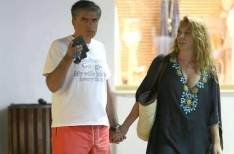 Καλεσμένη στην εκπομπή της ήταν στο πρόσφατο παρελθόν η Τατιάνα Στεφανίδου  είχε την νιόπαντρη τότε Μπέττυ Κουράκου. c5940786cb8
