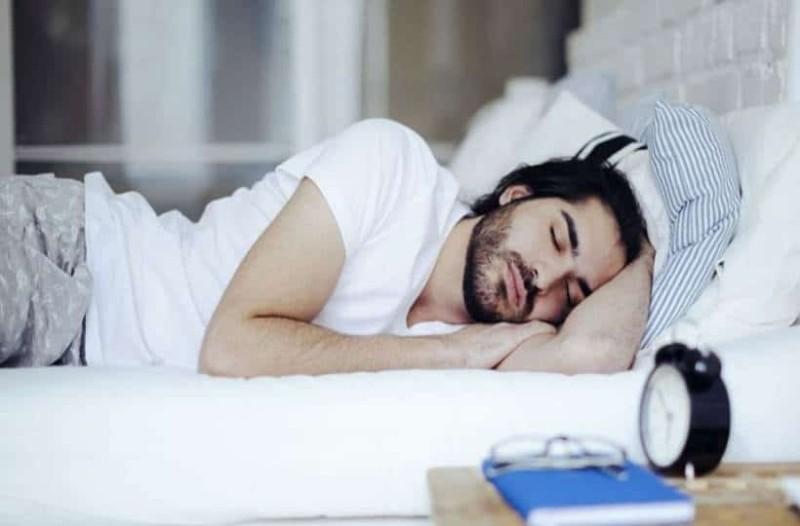 Aυτά είναι τα ωφέλη του μεσημεριανού ύπνου