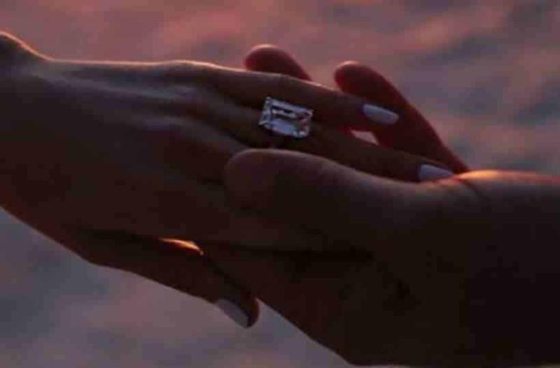 Βόμβα στη showbiz  Πασίγνωστη τραγουδίστρια παντρεύεται για τέταρτη φορά! f4817b9f6b1