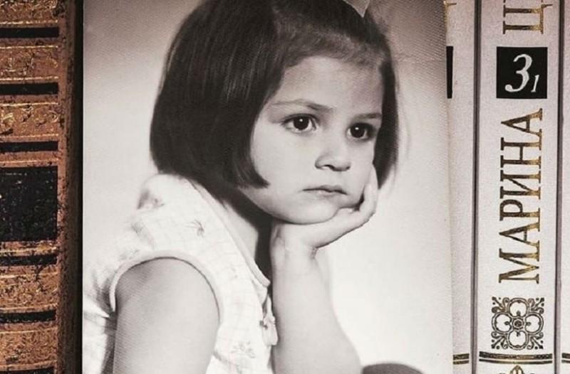 Δεν πάει το μυαλό σας: Μπορείτε να μαντέψετε ποια πασίγνωστη Ελληνίδα ηθοποιός είναι το κοριτσάκι της φωτογραφίας!