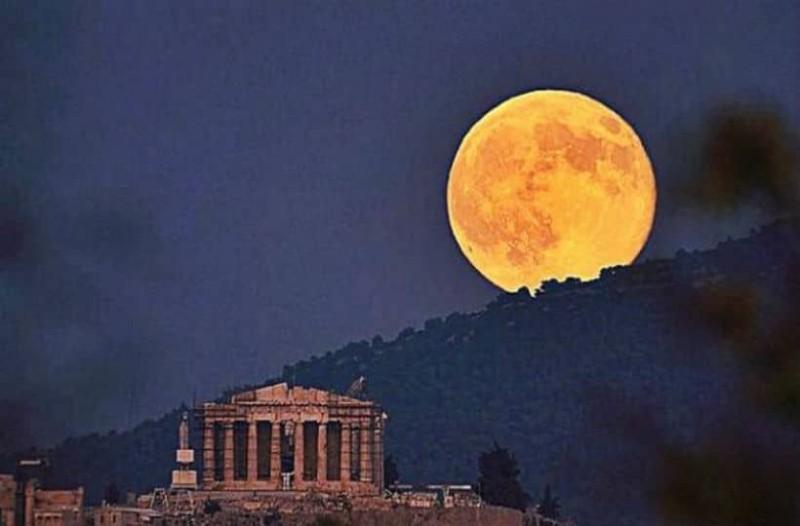 10 σημεία της Αθήνας για να απολαύσεις την Πανσέληνο!