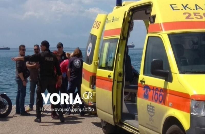 Ηλικιωμένος έπεσε στα νερά του Θερμαϊκού -Δύο πολίτες τον ανέσυραν από τη θάλασσα!