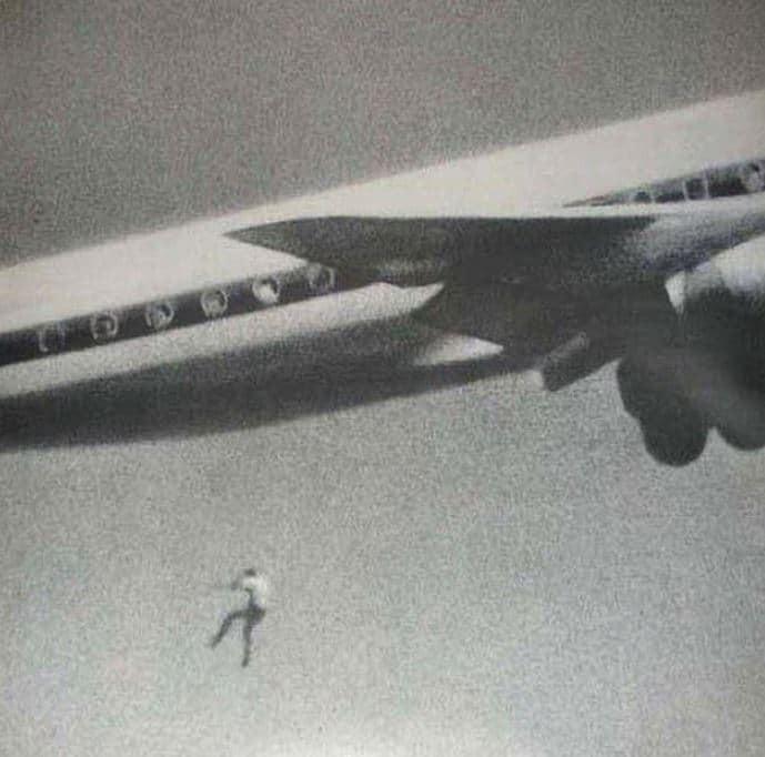 14χρονο αγόρι πέφτει από αεροπλάνο