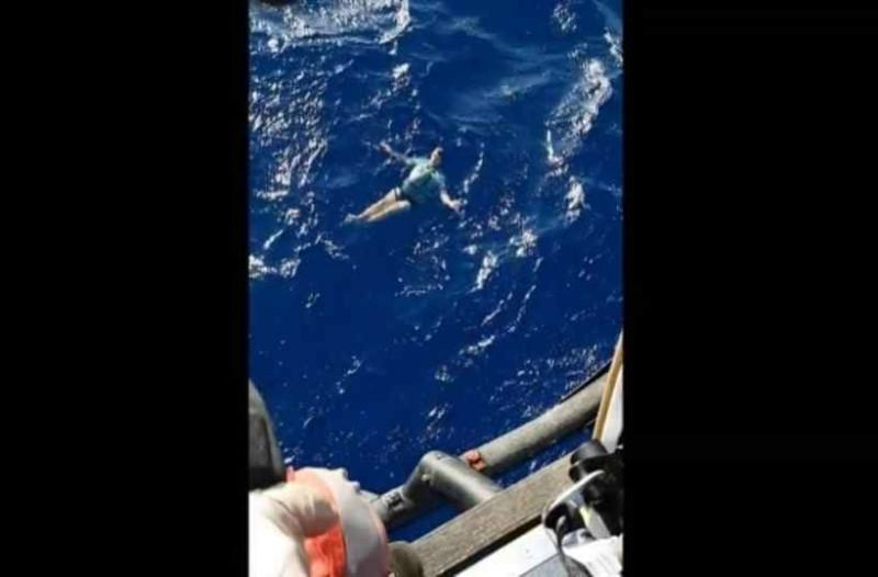 Γερμανός τουρίστας επιβίωσε στον ωκεανό κάνοντας σωσίβιο το τζιν του!