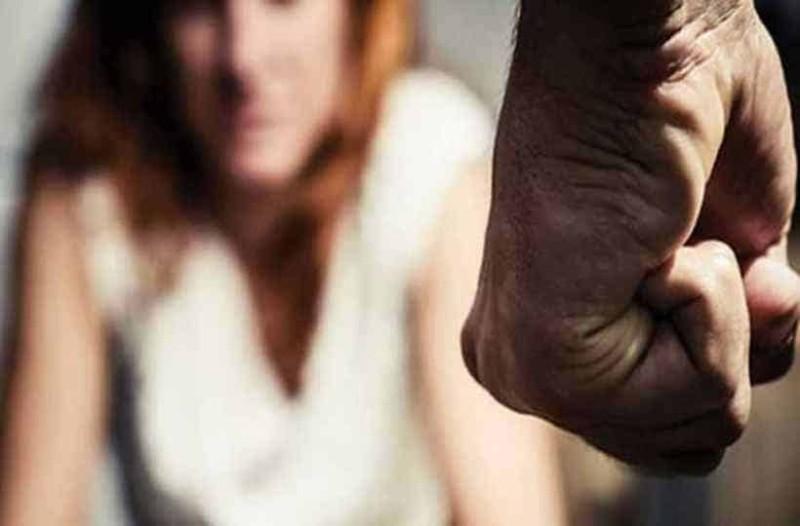 Αγρίνιο: Ξυλοκόπησε την σύντροφο του για να την ληστέψει!