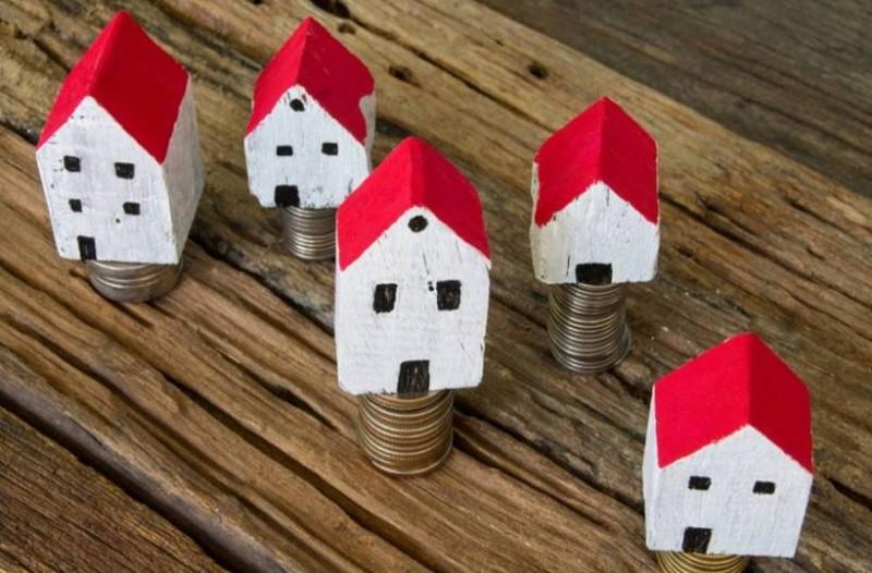 Κόκκινα δάνεια: Θα πουλήσει η κυβέρνηση τους πολίτες με την Α κατοικία;