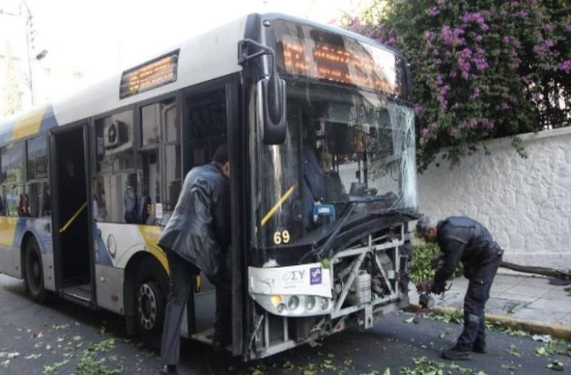 Σοβαρό τροχαίο στους Θρακομακεδόνες με λεωφορείο του ΟΑΣΑ και πούλμαν!