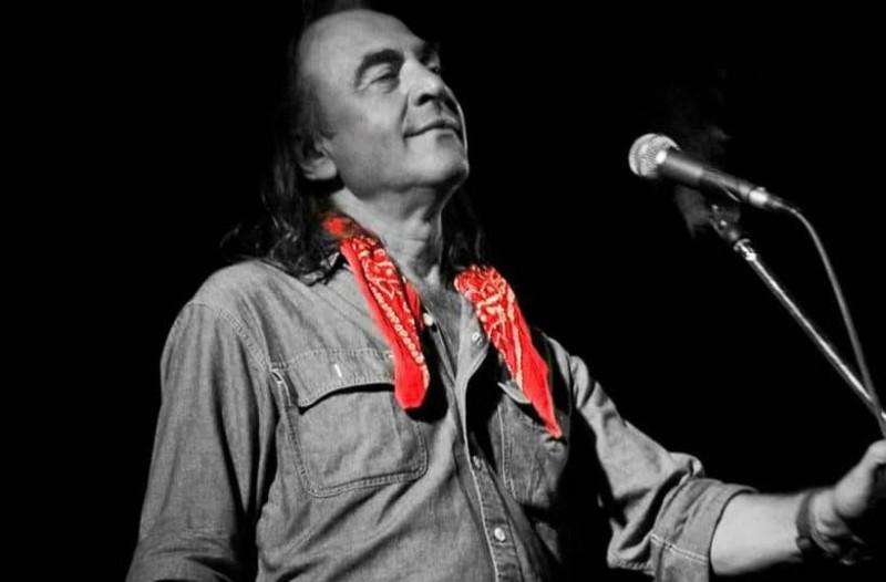 Νίκος Παπάζογλου: Ένας από τους σημαντικότερους Έλληνες τραγουδοποιούς!