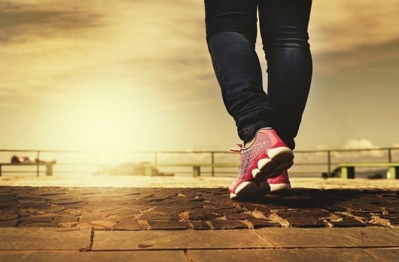 Πόσες ώρες περπάτημα την εβδομάδα αρκούν για να μειωθεί ο κίνδυνος πρόωρου θανάτου!