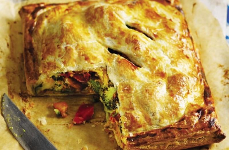Πεντανόστιμη νηστίσιμη πίτα με πολύχρωμα λαχανικά!