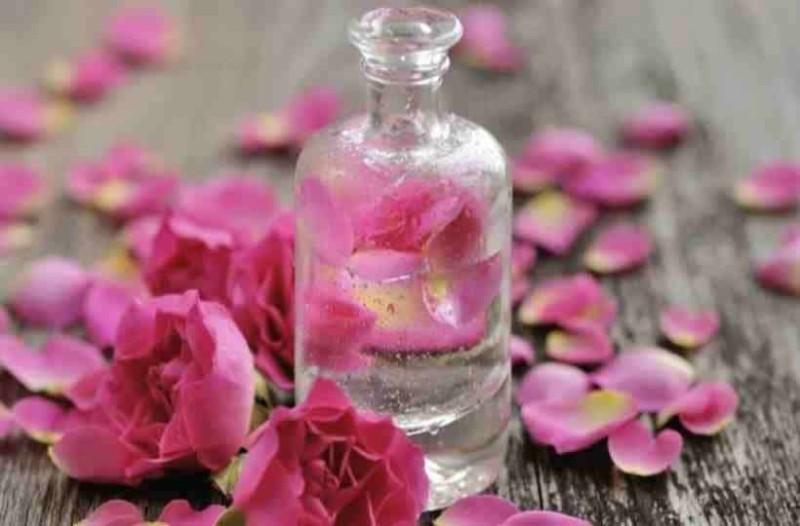 Ροδόνερο: Ένα μαγικό υγρό ομορφιάς με πολλά οφέλη!