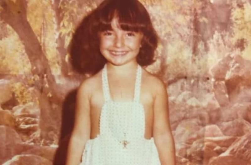 Την αναγνωρίζετε; Το κορίτσι της φωτογραφίας είναι γνωστή Ελληνίδα celebrity!