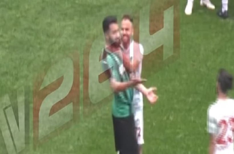 Απίστευτο: Τούρκος ποδοσφαιριστής χαράκωσε αντίπαλο με ξυραφάκι που είχε κρυμμένο!