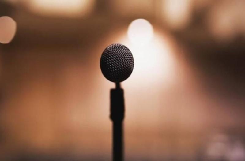 Πέθανε πασίγνωστος Έλληνας τραγουδιστής!