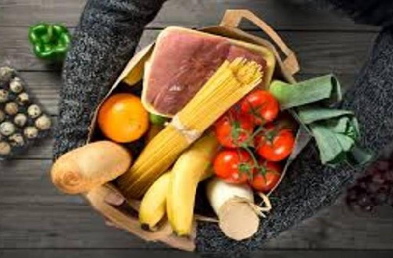 Συναγερμός: Επικίνδυνα τρόφιμα που τρώμε πλαστικό μαζί! Προσοχή