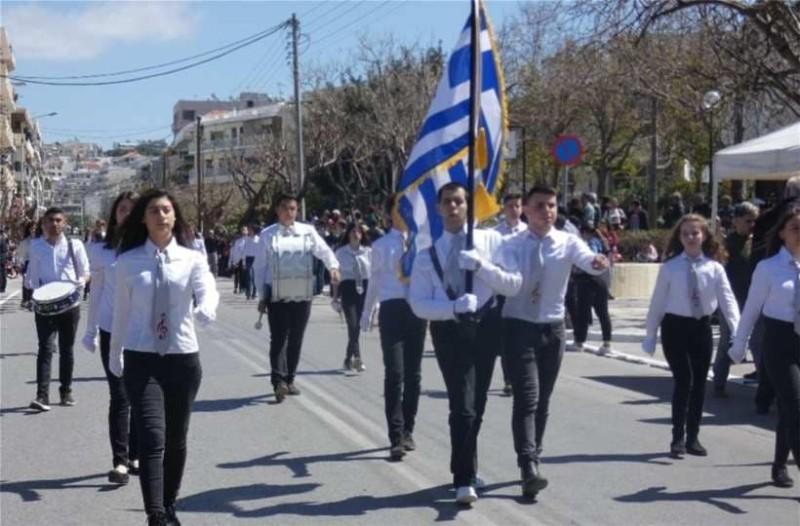 Κρήτη: Ο τυφλός Χανιώτης σημαιοφόρος που αξίζει το πιο θερμό χειροκρότημα!