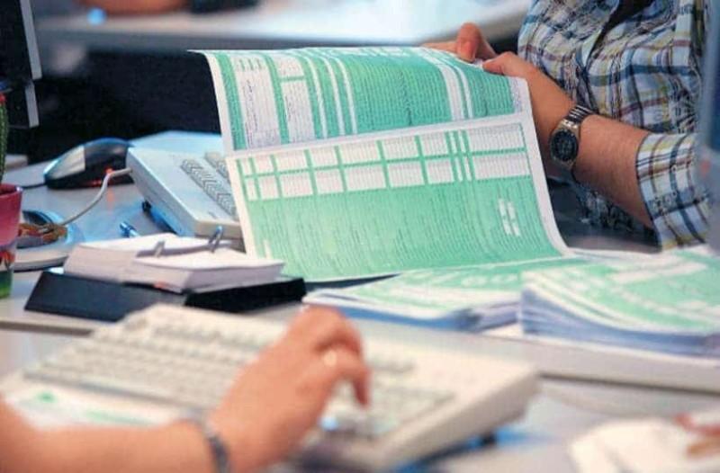 Φορολογικές δηλώσεις: Απίστευτος συνωστισμός για να υποβάλουν τις δηλώσεις τους!