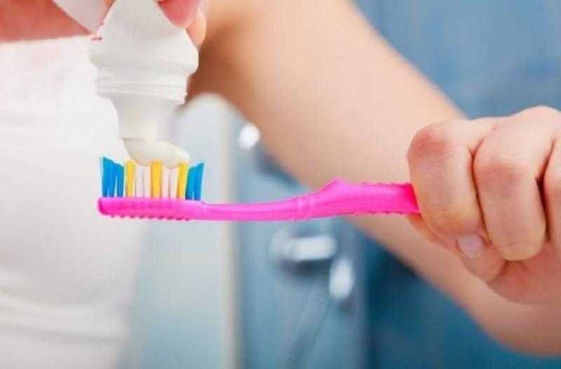Γιατί δεν πρέπει να πετάξετε την παλιά σας οδοντόβουρτσα! - Οι απίστευτες χρήσεις της θα σας εντυπωσιάσουν!