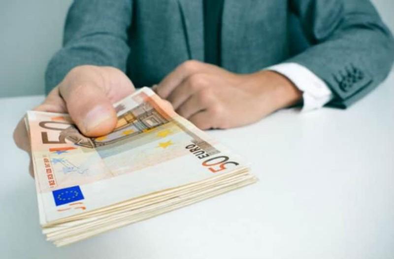 Μεγάλη ανάσα από τον ΟΑΕΔ: Επίδομα 200 ευρώ το μήνα! Ποιοι είναι οι δικαιούχοι;