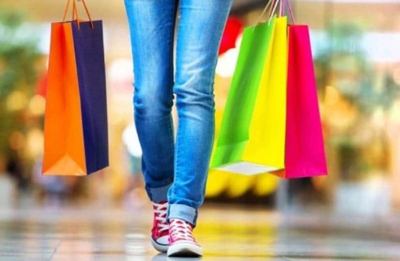 Εορταστικό ωράριο: Πως θα λειτουργήσουν τα καταστήματα σήμερα  Μ. Παρασκευή;