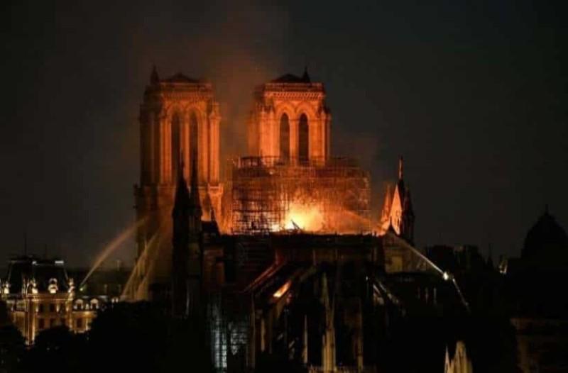 Ανείπωτη θλίψη για την Παναγία των Παρισίων: Drone καταγράφει την ώρα της μεγάλης καταστροφής!