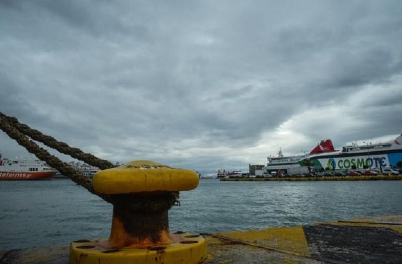 Κάρπαθος: Το πλοίο «Πρέβελης» προσέκρουσε στο λιμάνι!