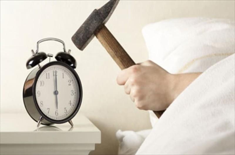 Πως να ξυπνάτε πιο εύκολα το πρωί...6 τρόποι που θα σας βοηθήσουν!