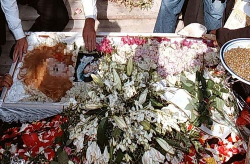 Ανατριχίλα στην κηδεία της Αλίκης Βουγιουκλάκη: Η σοκαριστική λεπτομέρεια που δεν παρατήρησε κανείς!