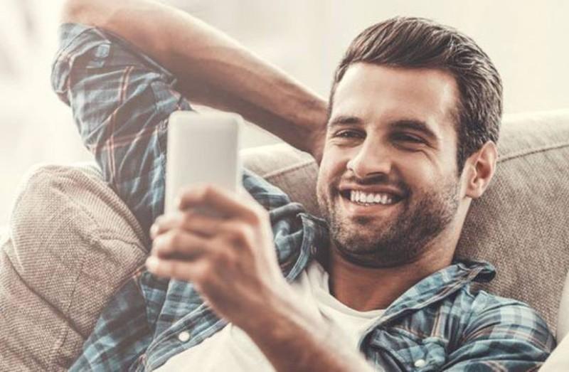 Αυτά τα sms κάθε άντρας θέλει να τα λάβει από το κορίτσι του!