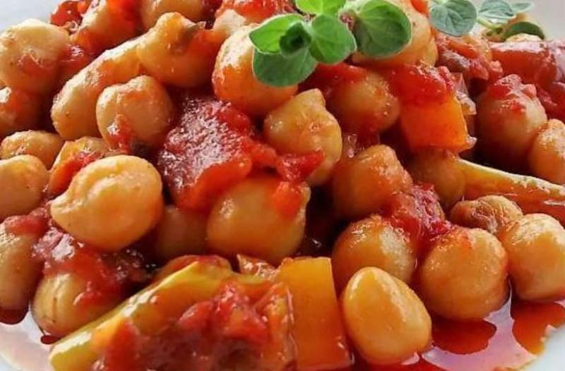Ρεβίθια φούρνου με πολύχρωμες πιπεριές!