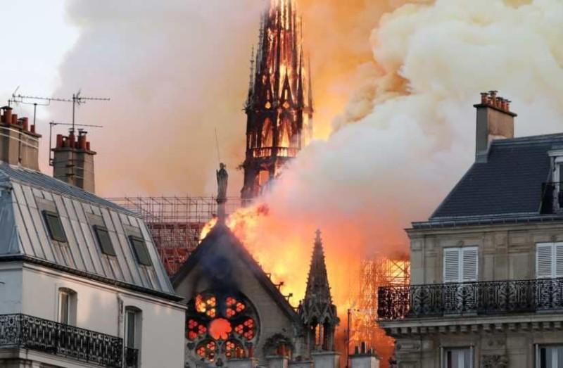 Αυτός είναι ο λόγος της φοβερής φωτιάς στη Παναγία των Παρισίων!