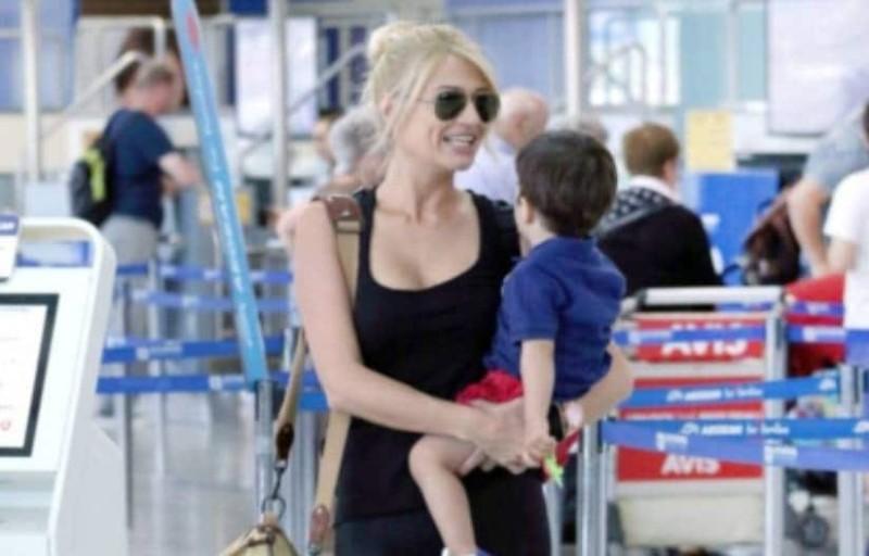 302b1ec0c0 Γιατί σταμάτησαν την Φαιή Σκορδά στο αεροδρόμιο  Τι βρέθηκε στην τσάντα της