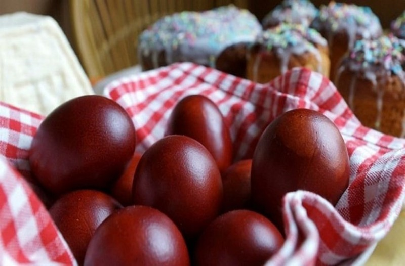 Μεγάλη προσοχή με τα πασχαλινά αυγά! - Πόσο διαρκούν εκτός ψυγείου και ποιες οι επιπτώσεις στην υγεία μας;