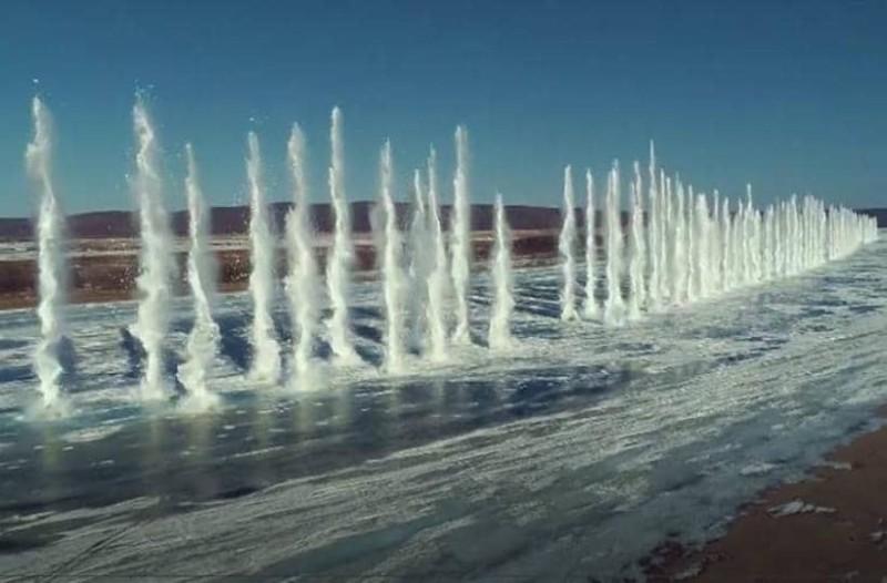 Κίνα: Θεαματική έκρηξη σε παγωμένο ποταμό!
