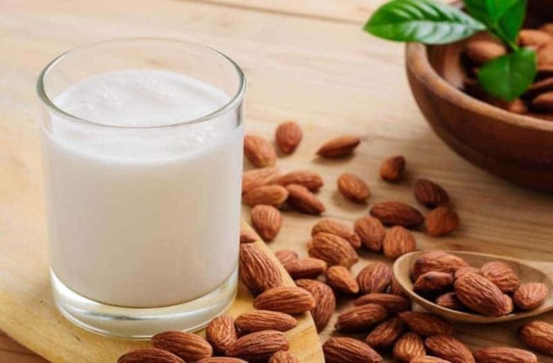 Αν πίνετε γάλα αμυγδάλου...αυτά είναι τα οφέλη για την υγεία σας!