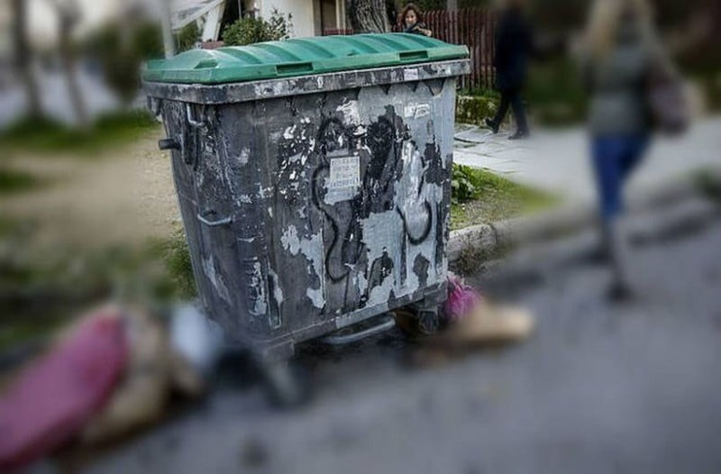 Φρίκη στο Αίγιο: Νεκρό βρέφος σε κάδο σκουπιδιών! Συνελήφθη η μάνα του!