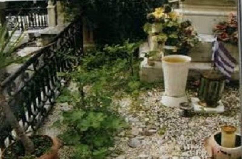 Μεγάλη ασέβεια στον νεκρό Δημήτρη Παπαμιχαήλ: Η εικόνα από τον τάφο που σοκάρει!