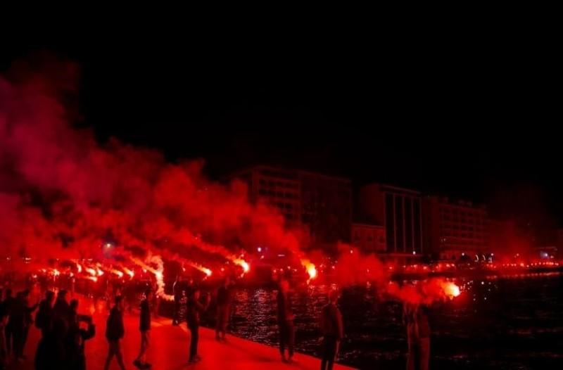 Ξέφρενο πάρτι στη Θεσσαλονίκη από τον θρίαμβο του ΠΑΟΚ! - Γλέντι σε αεροδρόμιο και Λευκό Πύργο! (Video)