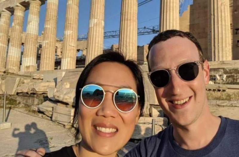 Ο Μαρκ Ζάκερμπεργκ ήρθε στην Ελλάδα για την επέτειο γάμου του και...έβγαλε selfie με τον Παρθενώνα!