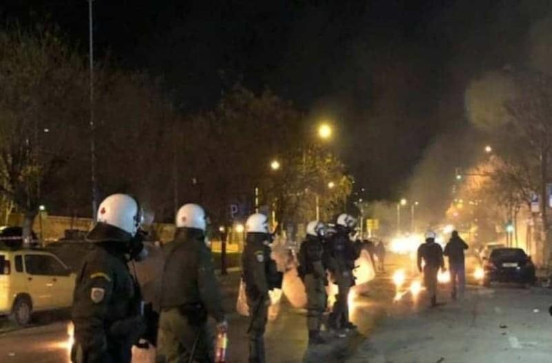 Θεσσαλονίκη: Επίθεση αντιεξουσιαστών με μολότοφ σε αστυνομικούς!