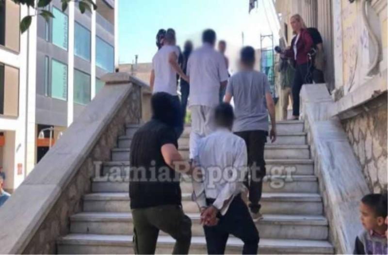 Λαμία: Προφυλακίστηκαν ο πα-τέρας και οι ''φίλοι'' του που ασελγούσαν σε κορίτσι Αμεα!