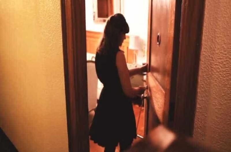 Γυναίκα ζει σε σπίτι 27τ.μ και όλοι την κοροϊδεύουν -  Όταν όμως βλέπουν πως είναι μέσα, την ζηλεύουν.